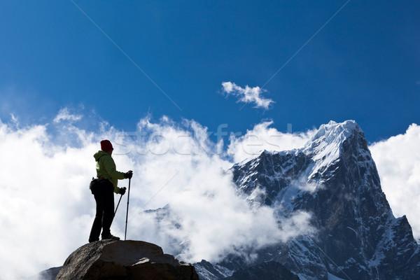 Kobieta turystyka góry młoda kobieta turysta Zdjęcia stock © blasbike