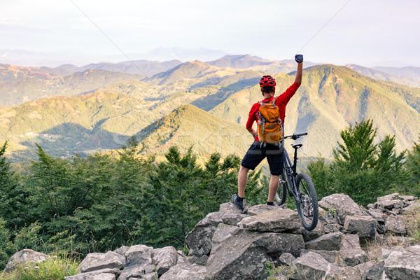 Stock foto: Berg · Biker · Erfolg · schauen · Berge · Ansicht