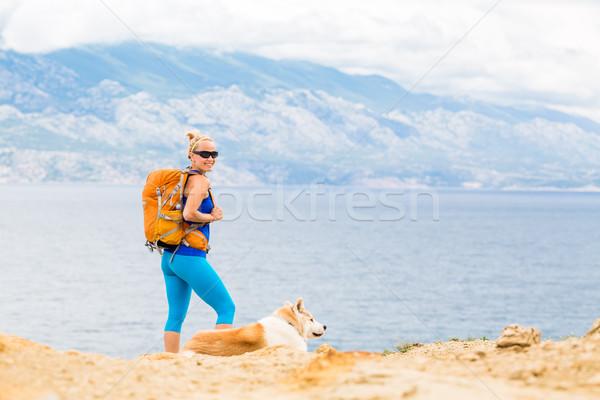 Gelukkig vrouw wandelen lopen hond Stockfoto © blasbike