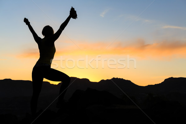 Stok fotoğraf: Kadın · tırmanma · başarı · siluet · dağlar · gün · batımı