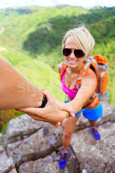 Adam kadın el helping dağlar çift takım Stok fotoğraf © blasbike