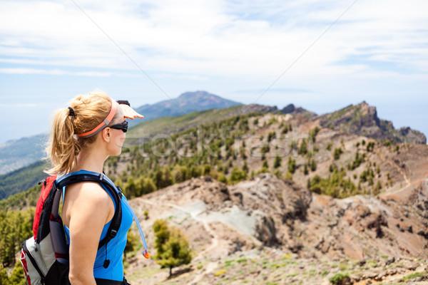 Caminhadas mulher corredor verão montanhas feminino Foto stock © blasbike