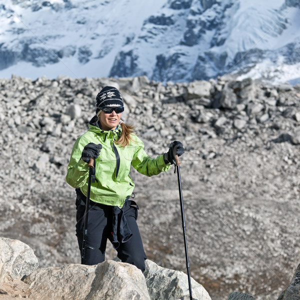 Mulher caminhadas himalaia montanhas mulher jovem andarilho Foto stock © blasbike