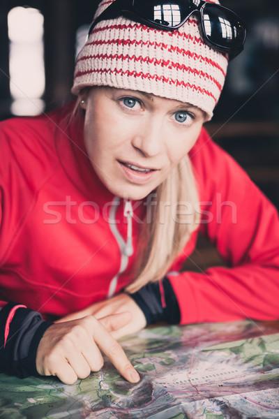 Mujer caminante mapa planificación viaje aventura Foto stock © blasbike