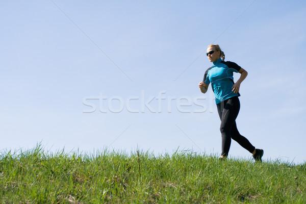 Photo stock: Fitness · courir · jeune · femme · séjour · s'adapter · ciel