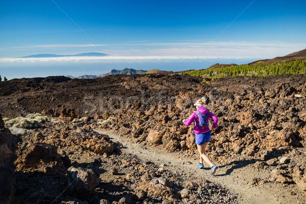 Zdjęcia stock: Młoda · kobieta · uruchomiony · góry · słoneczny · lata · dzień