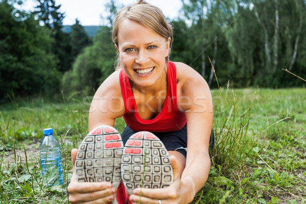 Kadın koşucu egzersiz yaz doğa Stok fotoğraf © blasbike