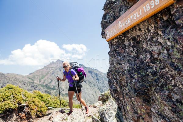 женщину походов рюкзак гор см. Сток-фото © blasbike