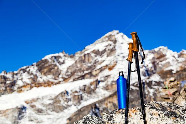 Caminhadas engrenagem himalaia montanhas vara Foto stock © blasbike