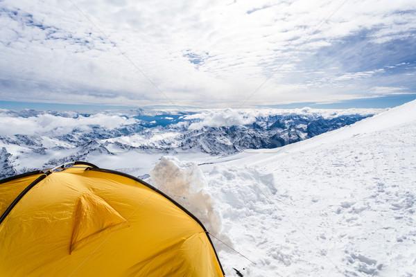 Kempingezés Kaukázus hegyek tájkép expedíció sátor Stock fotó © blasbike