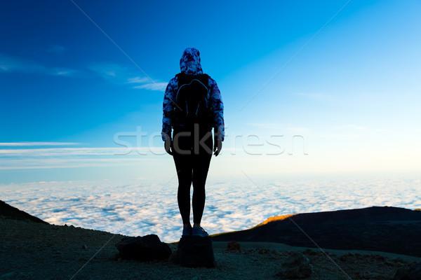 Mulher caminhadas aventura silhueta montanha topo Foto stock © blasbike