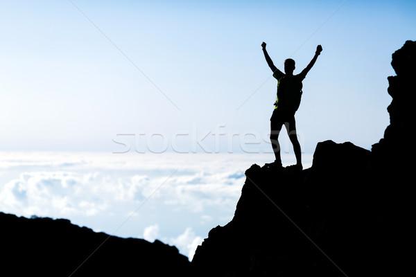 Foto stock: éxito · hombre · silueta · mochilero · montanas · exitoso
