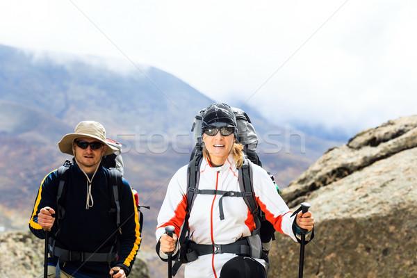 Foto stock: Pareja · senderismo · montanas · caminando · himalaya