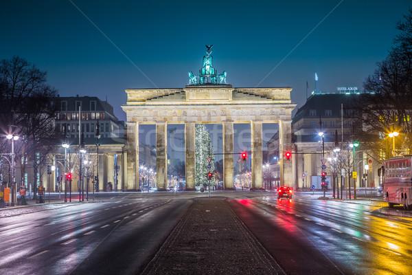 Brandenburgi kapu Berlin Németország éjszaka út oldalnézet Stock fotó © bloodua