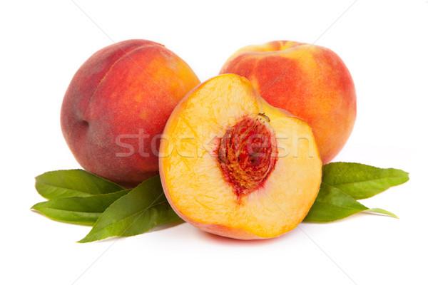 Três saboroso suculento pêssegos metade branco Foto stock © bloodua