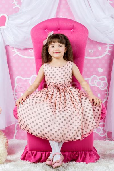 Pequeño princesa rosa trono nina sesión Foto stock © bloodua