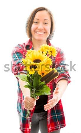 Jonge vrouw aanbieden boeket zonnebloemen glimlachend Stockfoto © bmonteny