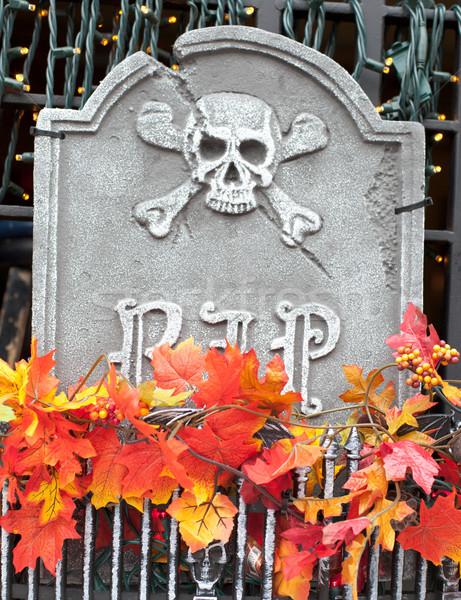 Heykel mezar taşı pencere sepet ölüm model Stok fotoğraf © bmonteny
