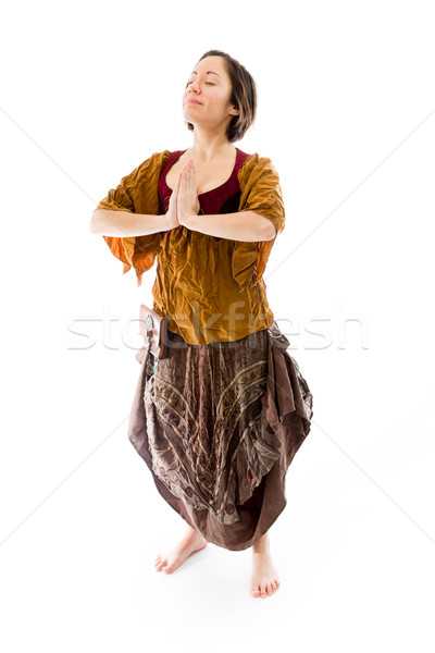Foto stock: Mulher · jovem · em · pé · oração · posição · caucasiano