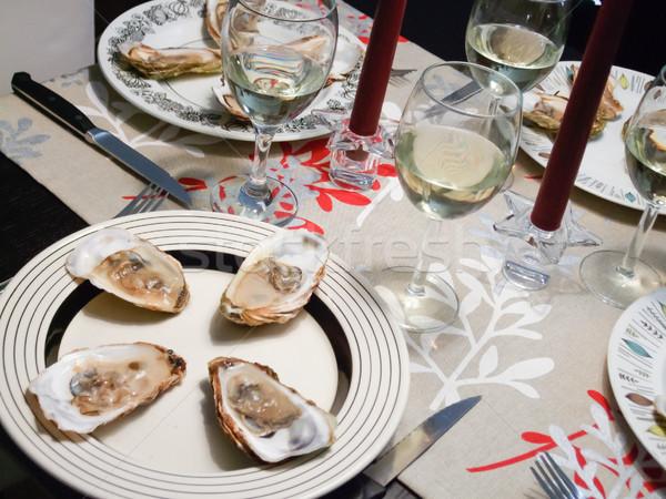 Białe wino serwowane przy świecach obiedzie pić Zdjęcia stock © bmonteny
