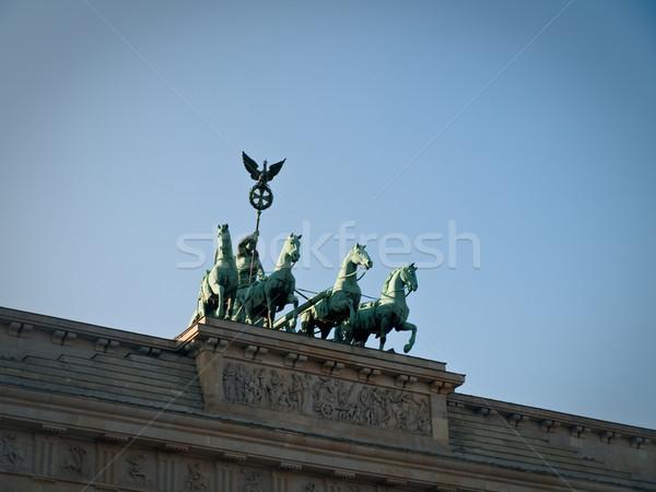 Elöl kilátás Brandenburgi kapu harci szekér szobor égbolt Stock fotó © bobbigmac