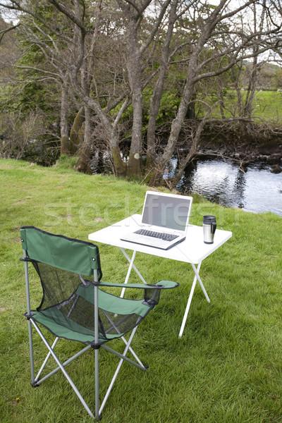 Extérieur informatique table président ordinateur portable à l'extérieur Photo stock © bobhackett
