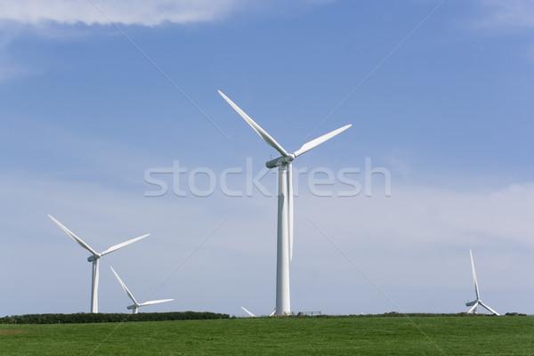 Vento gerador parque eólico alto torres verde Foto stock © bobhackett