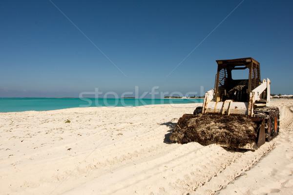 Hínár gyűjtemény buldózer gyűjt trópusi tengerpart tenger Stock fotó © bobhackett
