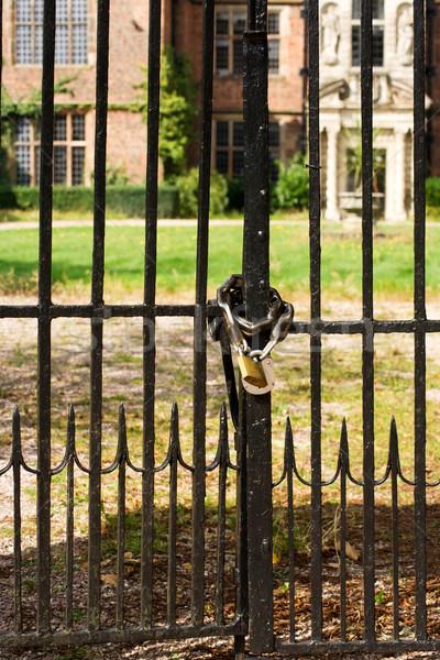 Zárolt kapu fekete gyep palota lakat Stock fotó © bobhackett