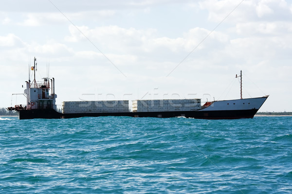 Handel schip eiland vracht kust water Stockfoto © bobhackett