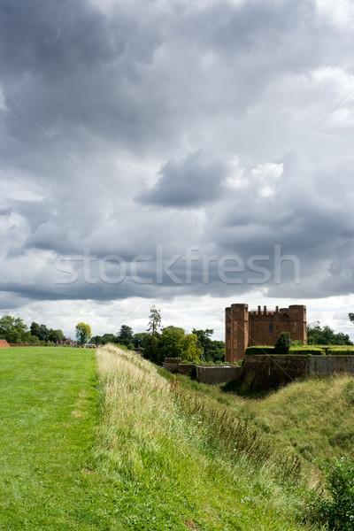 Stok fotoğraf: Kale · bulutlu · gün · gökyüzü · ağaç · bulutlar