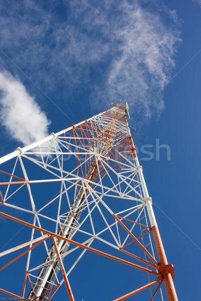 Rouge blanche communications ciel bleu nuages bleu Photo stock © bobhackett