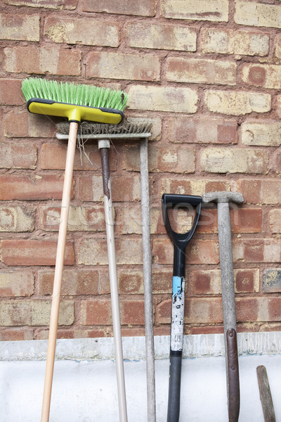 Stockfoto: Oude · tuin · tools · groene · bezem · muur