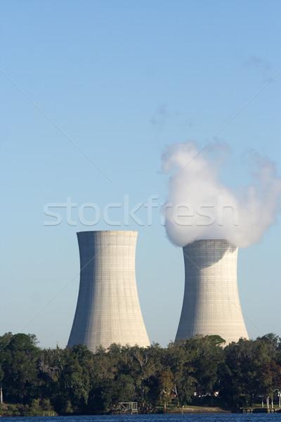 Resfriamento par torres branco fumar céu Foto stock © bobhackett