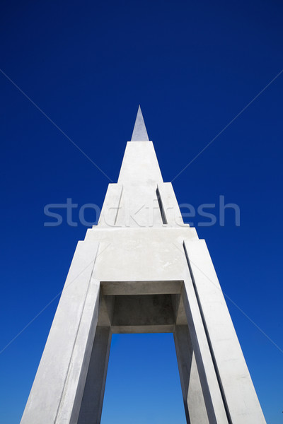 Piramide verticale come struttura concrete Foto d'archivio © bobkeenan