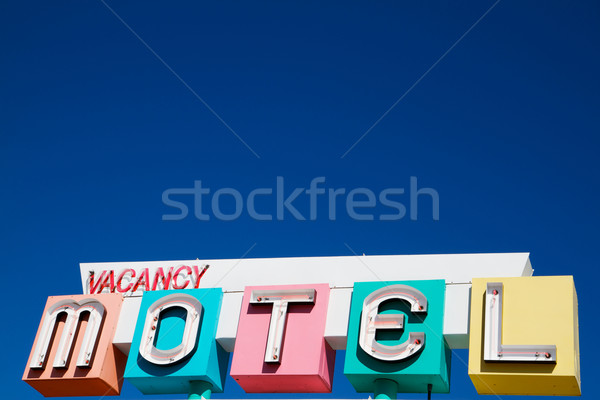 1950 motel podpisania wielobarwny neon stylu Zdjęcia stock © bobkeenan