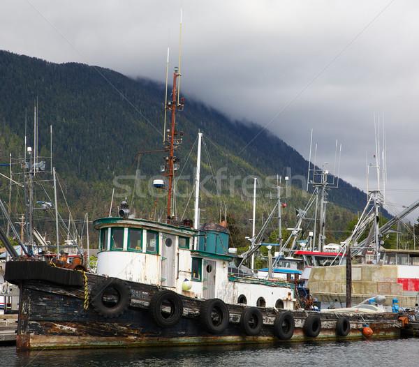 Oude boot verweerde gebruikt dok water Stockfoto © bobkeenan