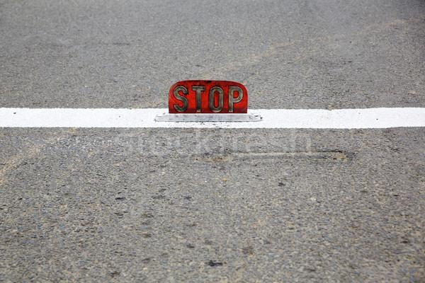 öreg út stoptábla utca felirat veszély Stock fotó © bobkeenan