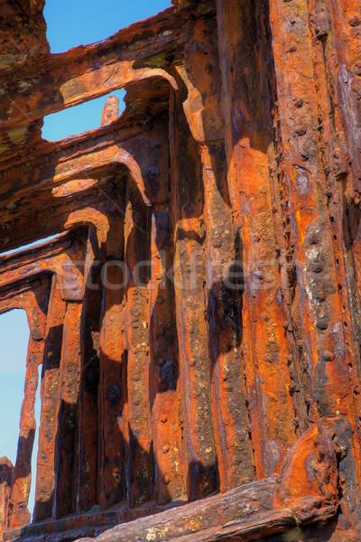 Gemi enkazı kırmızı paslı plaj arka plan Stok fotoğraf © bobkeenan