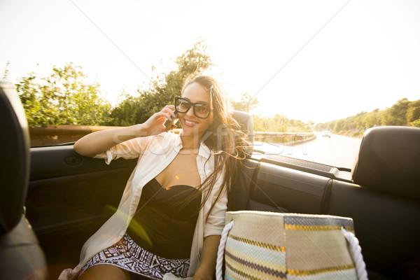 Mulher telefone móvel cabriolé verão dia mulher jovem Foto stock © boggy
