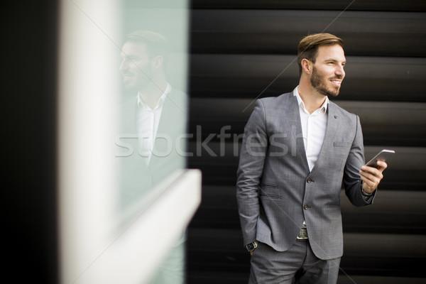 Szczęśliwy uśmiechnięty miejskich biznesmen na zewnątrz Zdjęcia stock © boggy