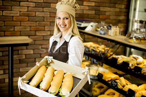 Mujer panadería de trabajo alimentos pan Foto stock © boggy