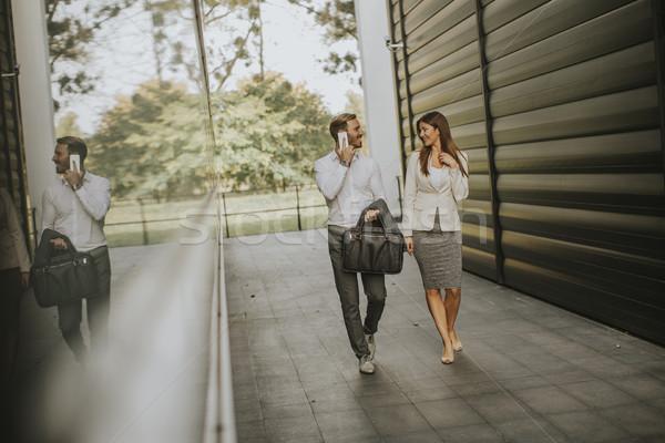 Foto stock: Pessoas · de · negócios · ver · jovem · ao · ar · livre · empresário · trabalhando