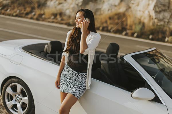 Kobieta telefonu komórkowego kabriolet młoda kobieta lata dzień Zdjęcia stock © boggy