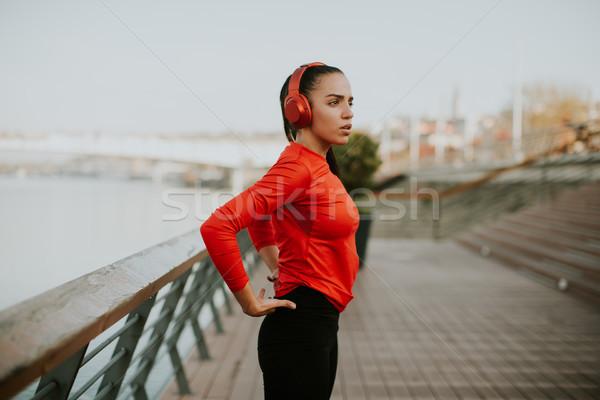 Mulher jovem passeio público corrida manhã cidade exercer Foto stock © boggy