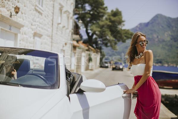 Bastante mulher jovem branco cabriolé carro óculos de sol Foto stock © boggy