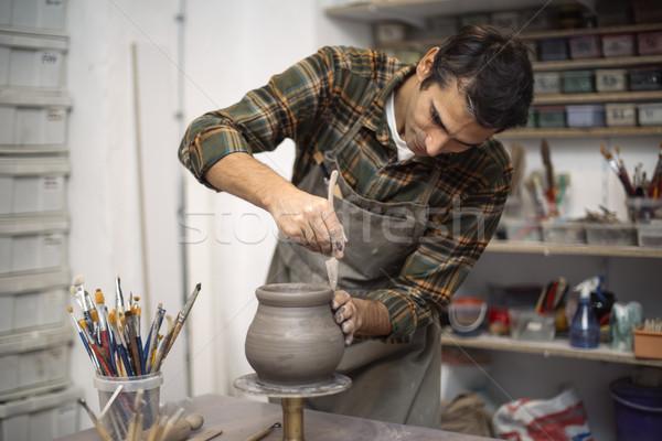 Jonge man aardewerk workshop hand werken Stockfoto © boggy