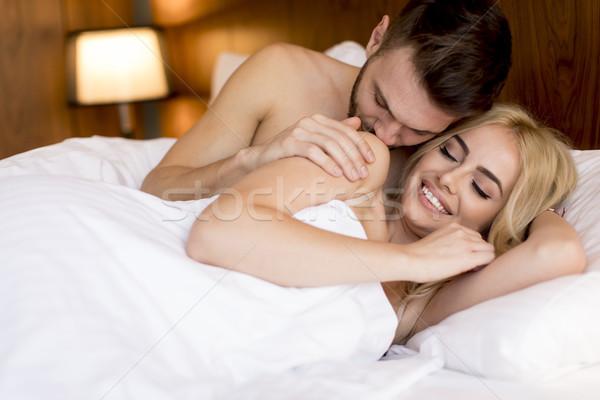 Piękna młodych kochający para bed pokój Zdjęcia stock © boggy