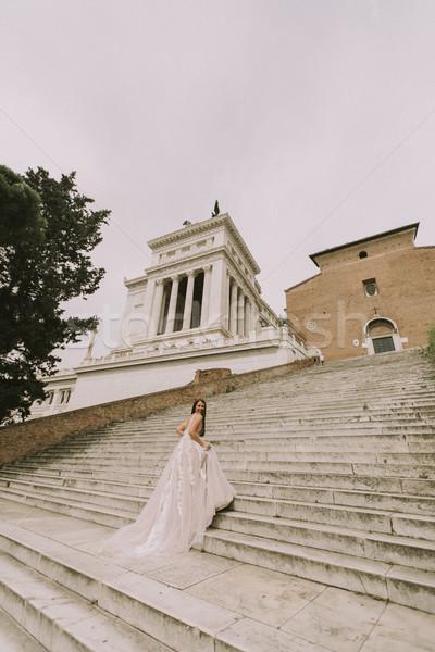 Oblubienicy suknia ślubna Rzym Włochy schody ślub Zdjęcia stock © boggy