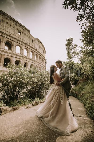 Esküvő pár Colosseum Róma Olaszország Európa Stock fotó © boggy